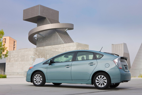 Is Toyota ignoring all electric vehicles in preference to hybrids?