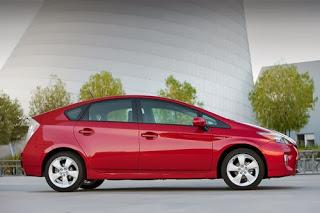 2012_Toyota_Prius_007-web