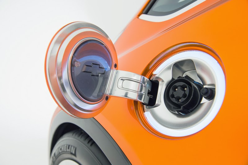 2015-Chevrolet-BoltEV-Concept-exterior-005-800