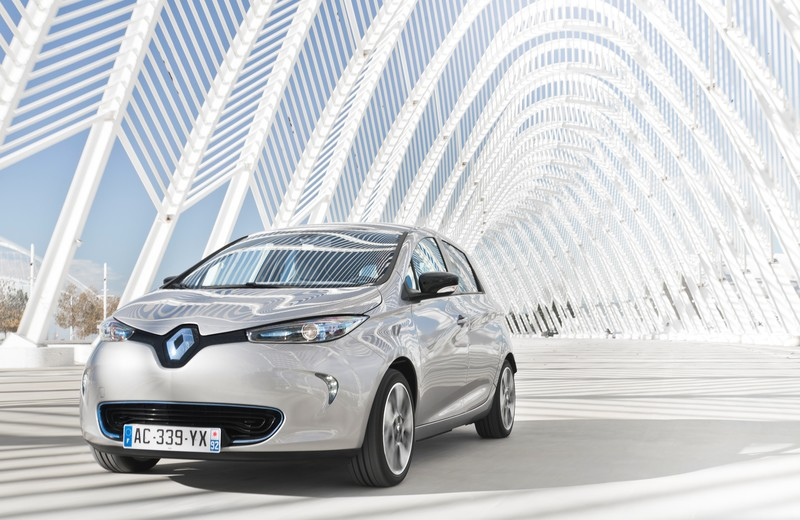 Renault ZOE driving through archway