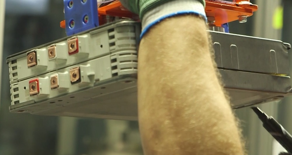 Another angle to look closely at the battery modules. You'll also notice a magic marker in his hand, that in the video is used to make marks that probably indicate the visual inspection was performed.