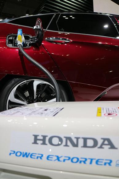 Honda Power Exporter 9000 in action