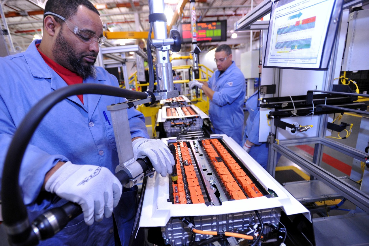 a study of batteries Energy storage systems, usually batteries, are essential for hybrid electric vehicles (hevs), plug-in hybrid electric vehicles (phevs), and all-electric vehicles (evs) nickel-metal hydride batteries, used routinely in computer and medical equipment, offer reasonable specific energy and specific .