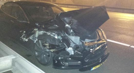 Tesla Model S crashed in Netherlands while on autopilot mode