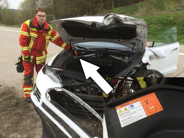 Tesla Model S Crash in Germany 1460220356_vorne_trennung